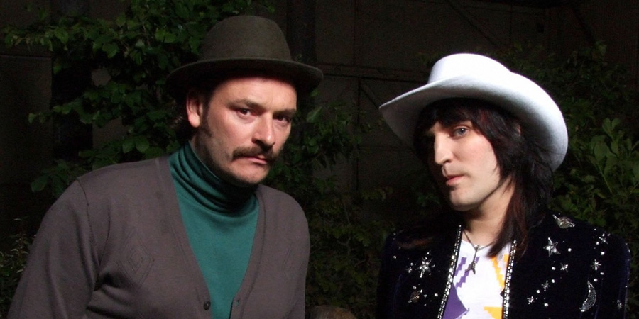 The Mighty Boosh. Image shows from L to R: Howard Moon (Julian Barratt), Vince Noir (Noel Fielding). Copyright: Baby Cow Productions.
