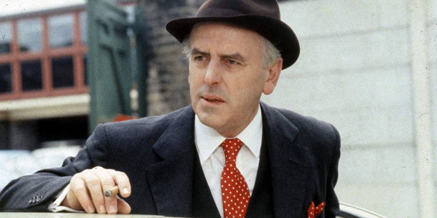 Minder. Arthur Daley (George Cole).