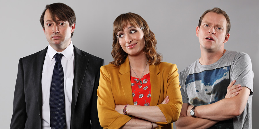 Peep Show. Image shows from L to R: Mark Corrigan (David Mitchell), Dobby (Isy Suttie), Jeremy Usbourne (Robert Webb). Copyright: Objective Productions.