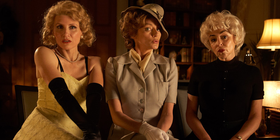 Psychobitches. Image shows from L to R: Grace Kelly (Sharon Horgan), Ingrid Bergman (Michelle Gomez), Janet Leigh (Samantha Spiro). Copyright: Tiger Aspect Productions.