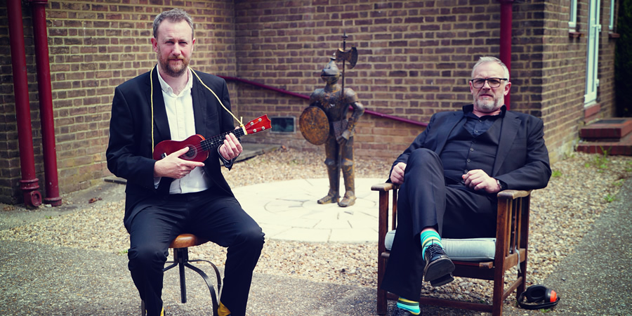 Taskmaster. Image shows from L to R: Alex Horne, Greg Davies. Copyright: Avalon Television.