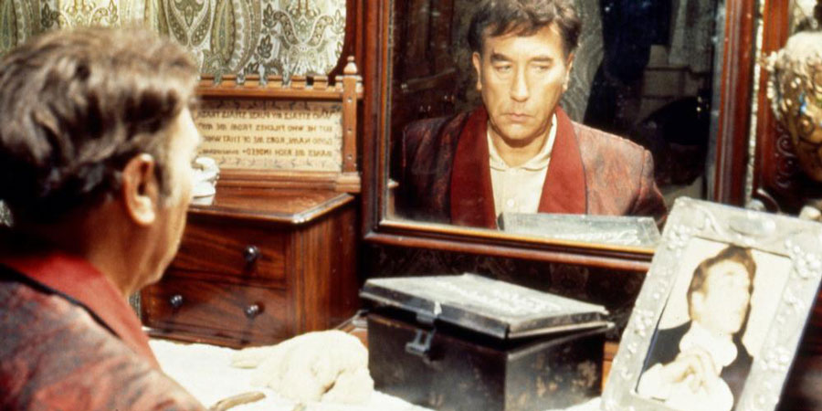The House In Nightmare Park. Foster Twelvetrees (Frankie Howerd). Copyright: Associated London Films Limited / Extonation Productions Limited.