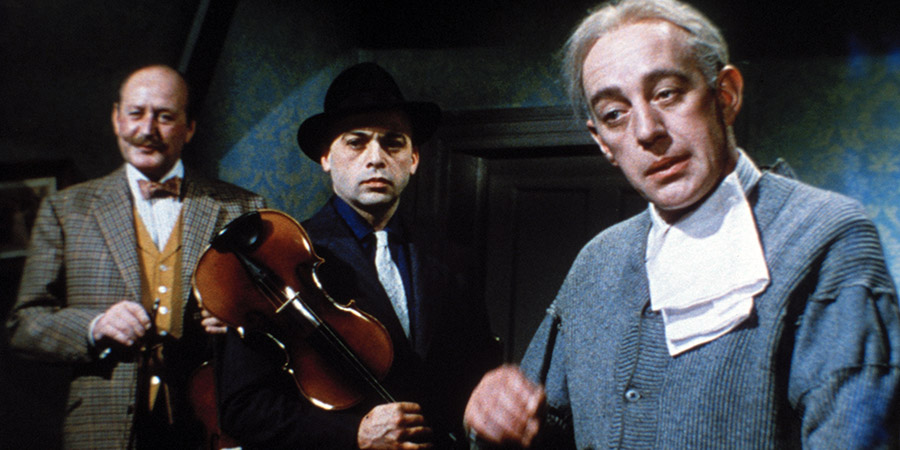 The Ladykillers. Image shows from L to R: Major Courtney (Cecil Parker), Louis Harvey (Herbert Lom), Professor Marcus (Alec Guinness). Copyright: STUDIOCANAL.