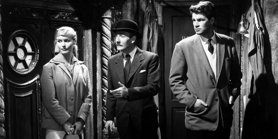 The Smallest Show On Earth. Image shows from L to R: Jean Spenser (Virginia McKenna), Robin Carter (Leslie Phillips), Matt Spenser (Bill Travers).