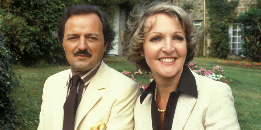To The Manor Born. Image shows from L to R: Richard DeVere (Peter Bowles), Audrey fforbes-Hamilton (Penelope Keith). Copyright: BBC.