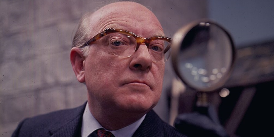 Turn Out The Lights. Leonard Swindley (Arthur Lowe). Copyright: Granada Television.