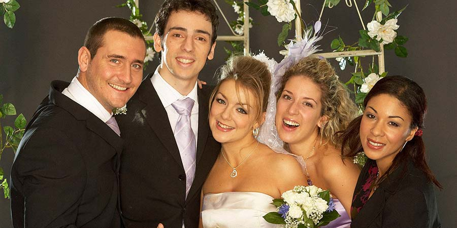 Two Pints Of Lager And A Packet Of Crisps. Image shows from L to R: Gary 'Gaz' Wilkinson (Will Mellor), Jonny (Ralf Little), Janet (Sheridan Smith), Donna Henshaw (Natalie Casey), Louise (Kathryn Drysdale). Copyright: BBC.