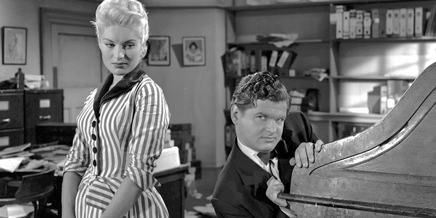 Who Done It?. Image shows from L to R: Frankie Mayne (Belinda Lee), Hugo Dill (Benny Hill). Copyright: STUDIOCANAL.