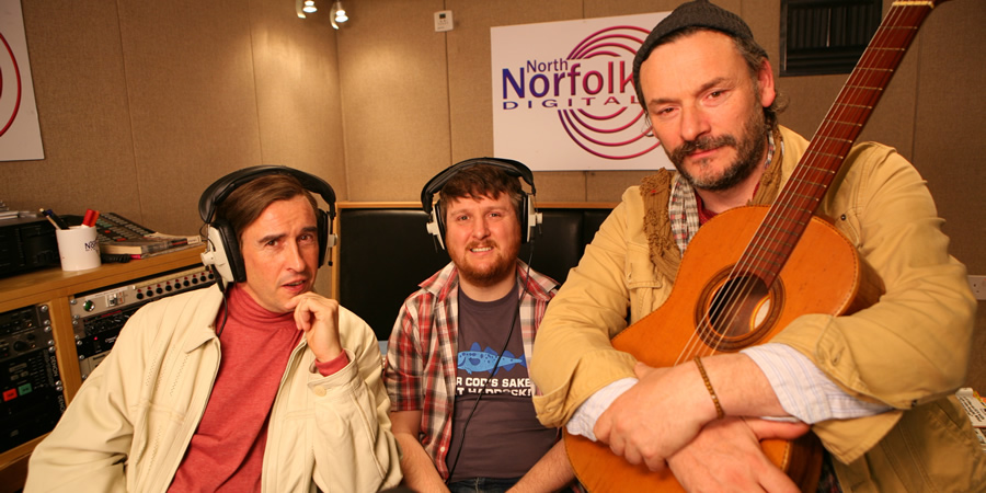 Mid Morning Matters With Alan Partridge. Image shows from L to R: Alan Partridge (Steve Coogan), Sidekick Simon (Tim Key), Blackbird Goodbrooke (Julian Barratt). Copyright: Baby Cow Productions.