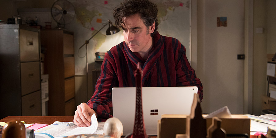 Bliss. Andrew (Stephen Mangan).