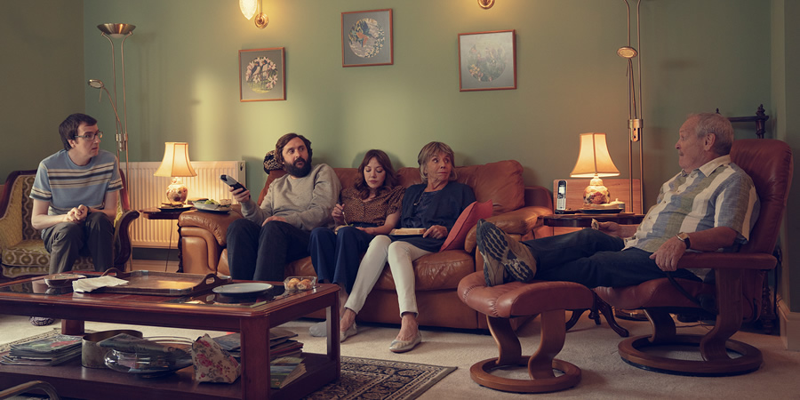 The Cockfields. Image shows from L to R: David (Ben Rufus Green), Simon (Joe Wilkinson), Donna (Diane Morgan), Sue (Sue Johnston), Ray (Bobby Ball).