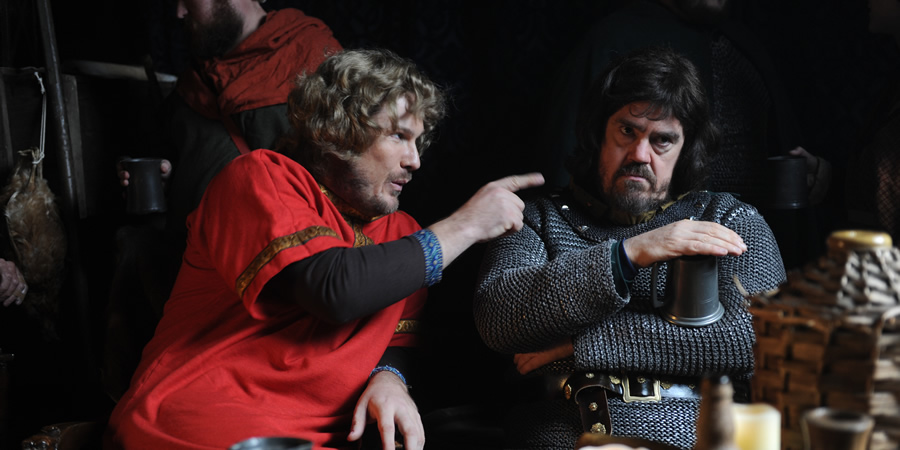 Drunk History. Image shows from L to R: Harold Godwinson (Marc Wootton), William The Bastard (Phill Jupitus). Copyright: Tiger Aspect Productions.