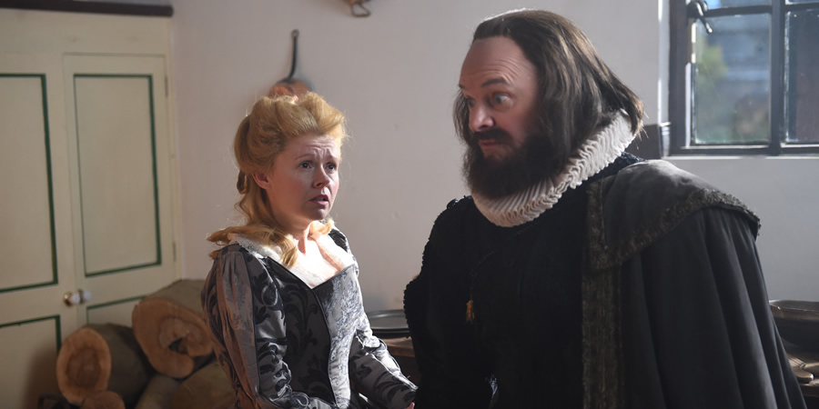 Drunk History. Image shows from L to R: Anne Hathaway (Sian Gibson), William Shakespeare (Mark Heap). Copyright: Tiger Aspect Productions.