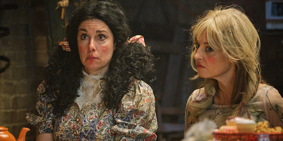 Hitmen. Image shows from L to R: Fran (Sue Perkins), Liz (Tonya Cornelisse). Copyright: Tiger Aspect Productions.