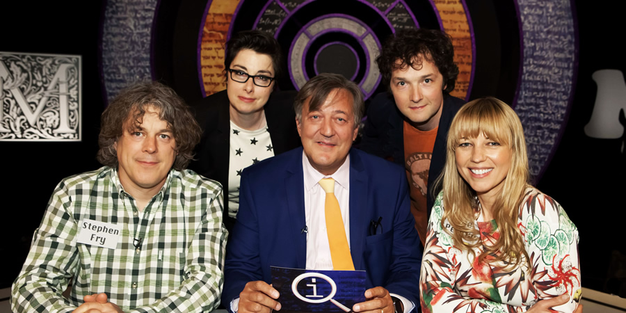 QI. Image shows from L to R: Alan Davies, Sue Perkins, Stephen Fry, Chris Addison, Sara Cox. Copyright: TalkbackThames.