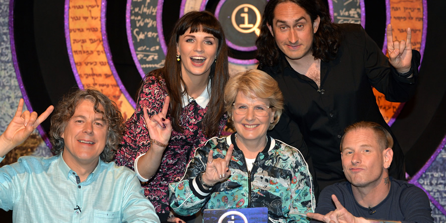 QI. Image shows from L to R: Alan Davies, Aisling Bea, Sandi Toksvig, Ross Noble, Corey Taylor. Copyright: TalkbackThames.