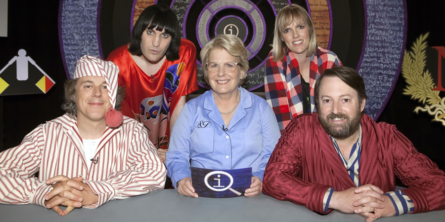 QI. Image shows from L to R: Alan Davies, Noel Fielding, Sandi Toksvig, Holly Walsh, David Mitchell. Copyright: TalkbackThames.