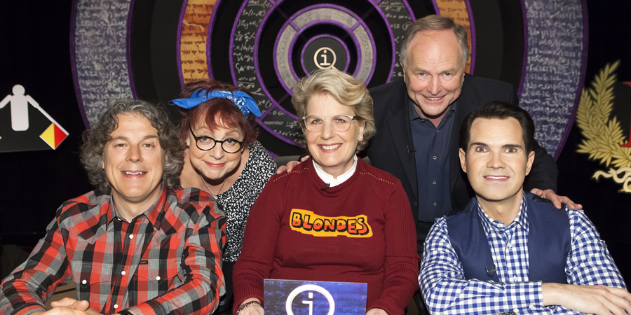 QI. Image shows from L to R: Alan Davies, Jo Brand, Sandi Toksvig, Clive Anderson, Jimmy Carr. Copyright: TalkbackThames.