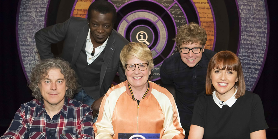 QI. Image shows from L to R: Alan Davies, Stephen K Amos, Sandi Toksvig, Josh Widdicombe, Cally Beaton. Copyright: TalkbackThames.