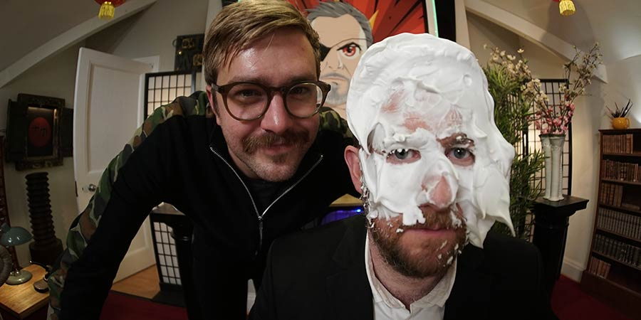 Taskmaster. Image shows from L to R: Iain Stirling, Alex Horne. Copyright: Avalon Television.