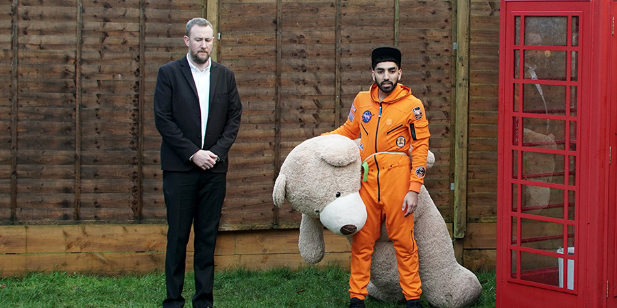 Taskmaster. Image shows from L to R: Alex Horne, Mawaan Rizwan. Copyright: Avalon Television.