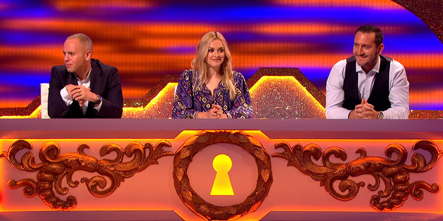 Through The Keyhole. Image shows from L to R: Robert Rinder, Fearne Cotton, Will Mellor. Copyright: Talkback.