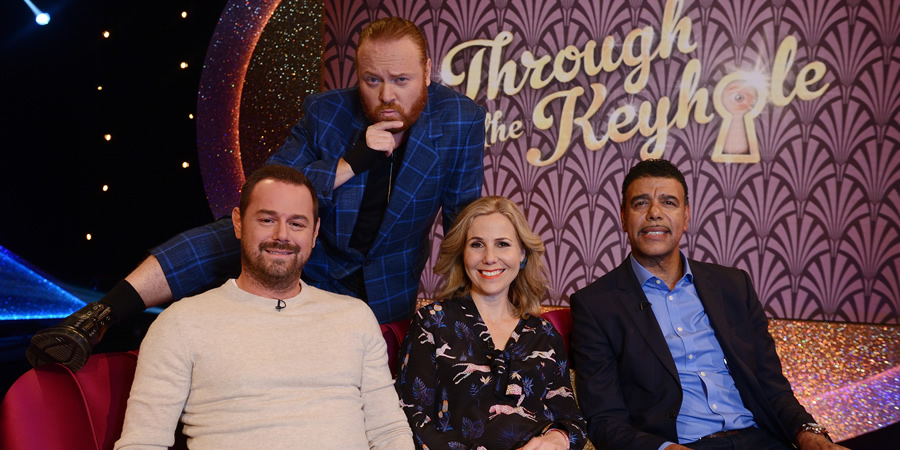 Through The Keyhole. Image shows from L to R: Danny Dyer, Leigh Francis, Sally Phillips, Chris Kamara. Copyright: Talkback.