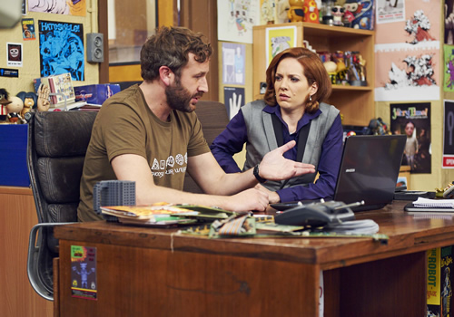 The IT Crowd. Image shows from L to R: Roy (Chris O'Dowd), Jen (Katherine Parkinson). Image credit: TalkbackThames.
