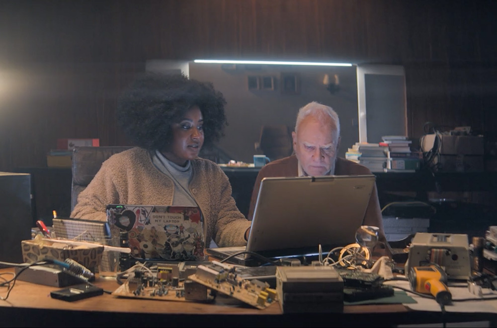 Truth Seekers. Image shows from L to R: Helen (Susan Wokoma), Richard (Malcolm McDowell). Copyright: Stolen Picture.