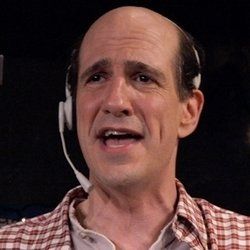 Sam Lloyd: Fully Committed. Sam Lloyd. Copyright: Popper Pictures / Big Talk Productions.