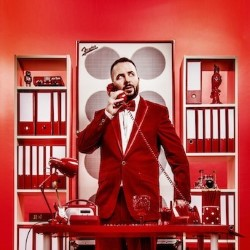 Abandoman: Hot Desk. Rob Broderick.
