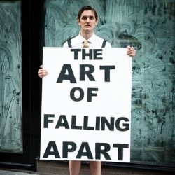The Art of Falling Apart. Copyright: Altitude Film Entertainment.