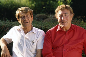 Picture taken in the garden of Wavering Down in the early 1990s. Image shows from L to R: Dennis Heymer, Frankie Howerd.