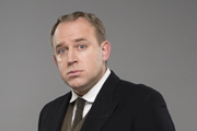 Blandings. Beach (Tim Vine). Copyright: Mammoth Screen.