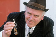 Minder. Arthur Daley (George Cole). Copyright: Euston Films / TalkbackThames.
