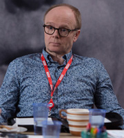 W1A. Simon Harwood (Jason Watkins). Copyright: BBC.