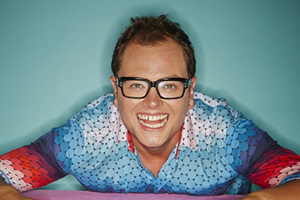 Alan Carr to front Play Your Cards Right