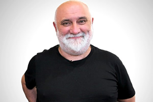 Alexei Sayle to record two more Radio 4 series