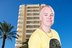Benidorm. Mick Garvey (Steve Pemberton). Copyright: Tiger Aspect Productions.