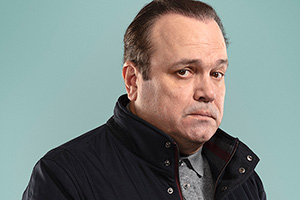 Mister Winner. Chris Smith (Shaun Williamson).